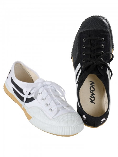 Schuhe aus Segeltuch weiß und schwarz by Kwon